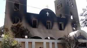 Тази коптска църква в Египет е подпалена от неизвестни извършители. (http://j.mp/1yE0sCs)